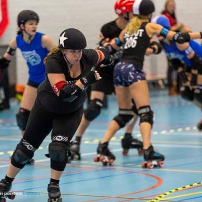 Roller derby Nicole in actie